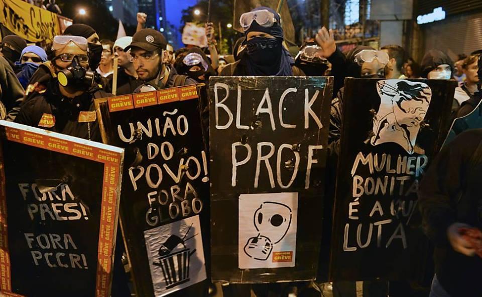 Combate ao autoritarismo e ao monopólio da mídia, apoio a grevistas e feminismo: típicas bandeiras fascistas, não é mesmo?